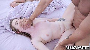 Xlxx com duas tesudinha na cama
