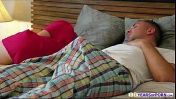Samba pornô dormindo e caindo de baca a pica de seu cara