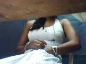 Amadora se mostrando com vestido de noiva