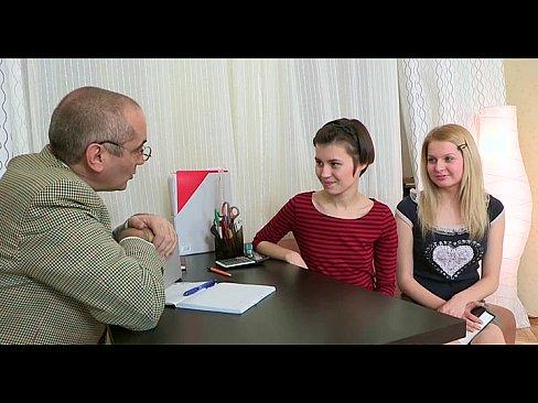 Tio faz anal com duas sobrinhas