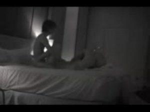 Novinho comendo amadora novinha no escuro