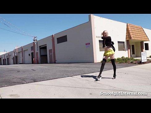 Videos Amadores De Novinhas pagando um boquete e gozando no quarto