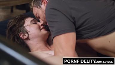 camera caseira comendo essa gata gostosa no sexo amador