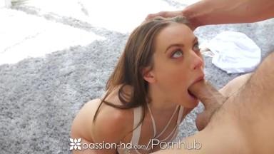 Sexo explicito na garganta profunda dessa gata
