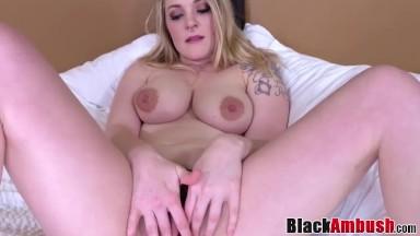 Pornô loirinha safada gemendo com amor no sexo