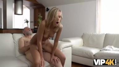 Sanba porno gemendo no pau grosso do cora safado