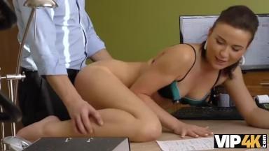 Xvideos novinhas lascando essa puta na sala de aula