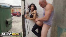 Videoporno em público comendo a mulher na rua