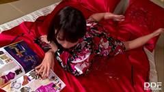 Vidio Novinha japinha gozando pela primeira vez
