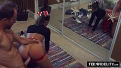 Novinha Na Surruba gata de lingerie preta dando