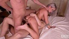 Mulher melancia nua lascando essa novinha na massagem