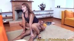 Massagem erotica pulando e gemendo na rola