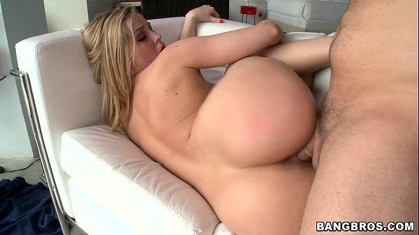 Atriz pornô loira famosa cavalgando e rebolando no cacete gostoso