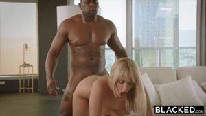 Pornô interracial com loira danada fodendo com preto bombado