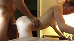 Ninfeta do bumbum perfeito fode em close com macho na webcam